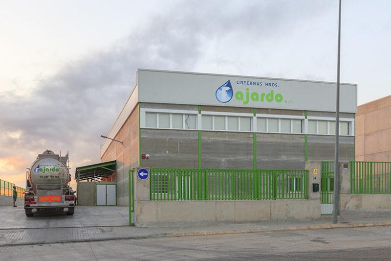 Somos una empresa de transportes en cisternas situada en Valencia